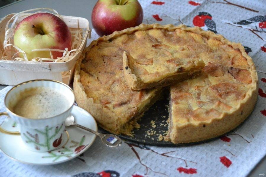 В остывшем пироге раскрываются все вкусы: и ореховый, и яблочный, и сливочный. Отлично подходит к кофе. От души рекомендую попробовать испечь.
