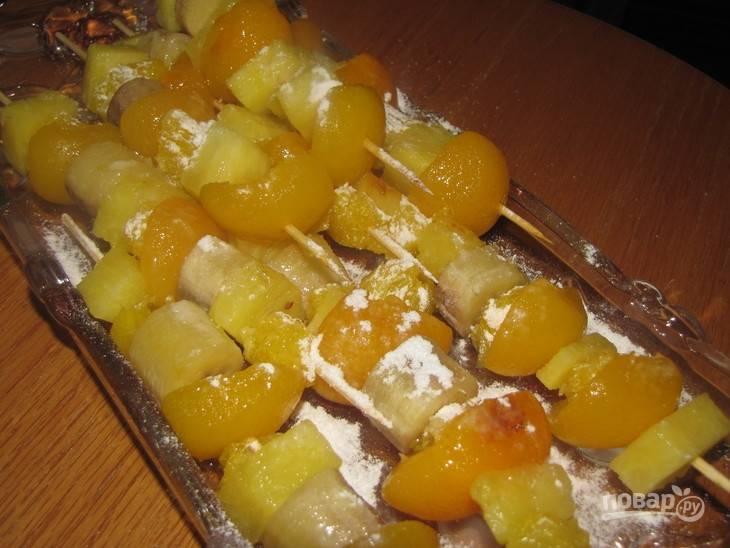 Как фрукты остынут, обсыпьте их сахарной пудрой и ванильным сахаром. Приятной дегустации!
