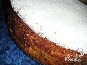 Поздравляю, пирог с киви готов :) Слегка остужаем и подаем.