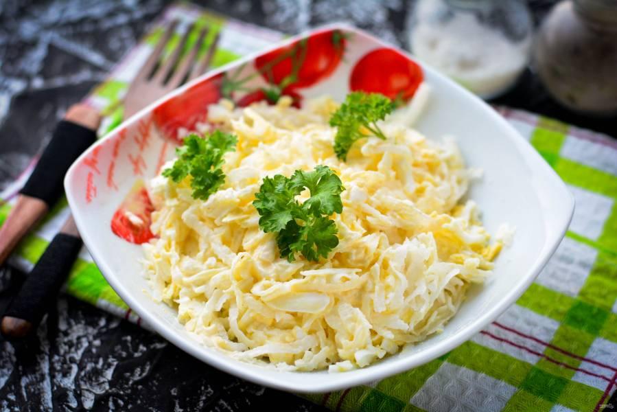 Салат с дайконом и яйцом