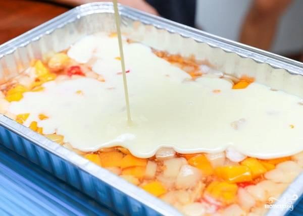 6. При желании можно сделать еще один слой - из йогурта, например, обезжиренного. Предварительно можете добавить в него немного желатина.