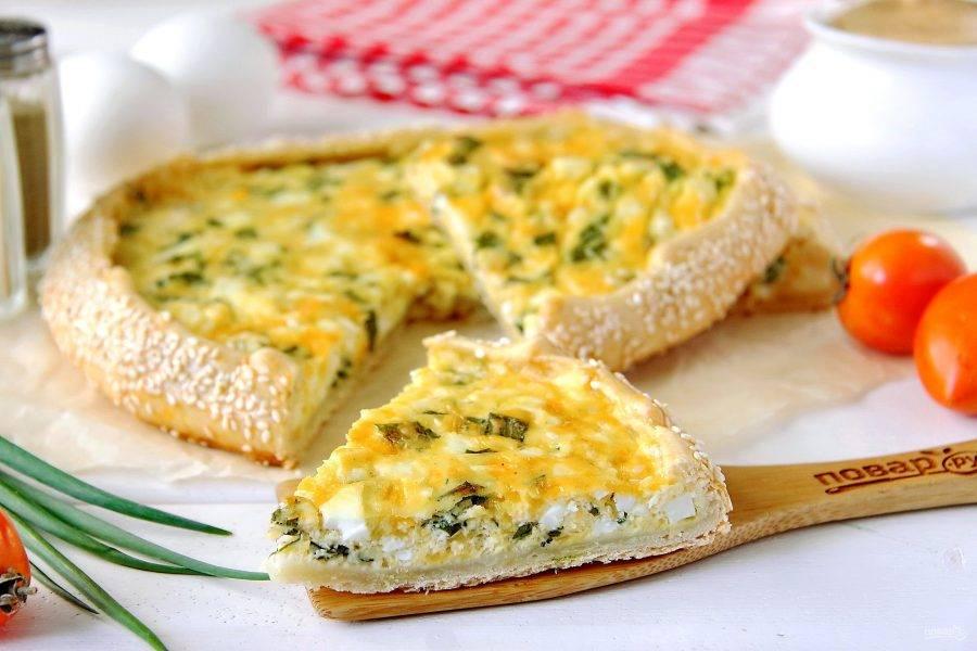 Открытый пирог с яйцом готов. Слегка остудите и подавайте к столу. Приятного аппетита!