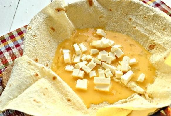 6. Выложите сыр.