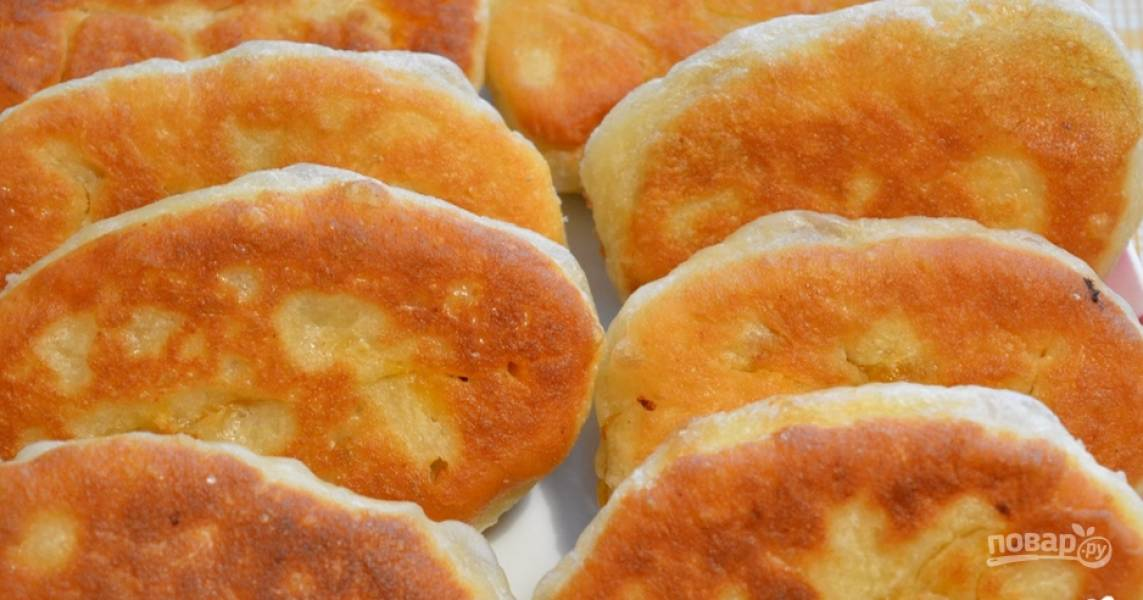 Жареные пирожки с капустой на кислом молоке