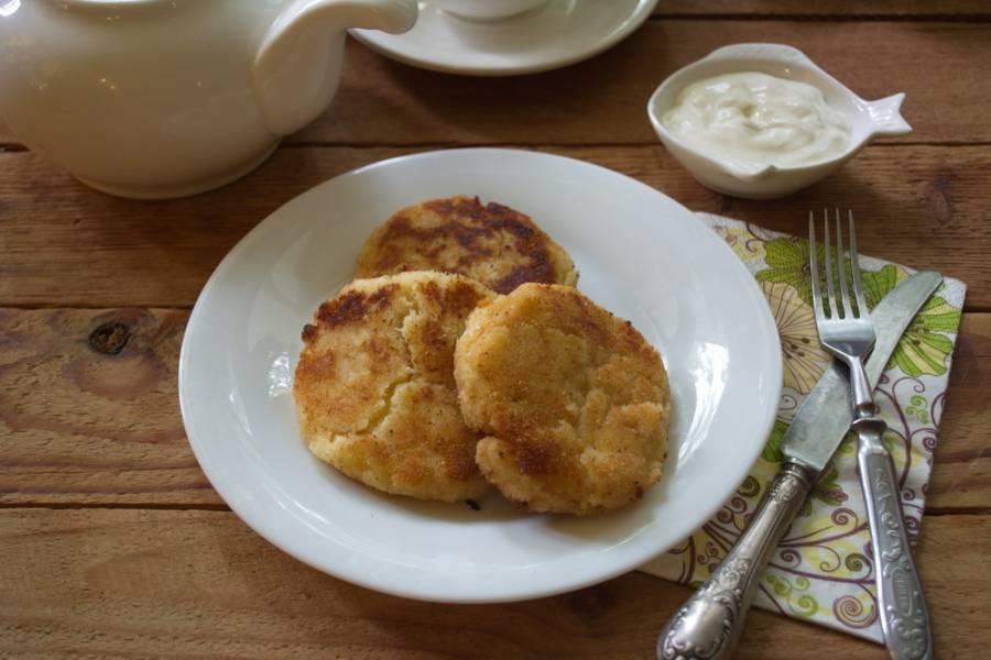 Подайте к столу. Дополнительно можно добавить грибной соус или готовую сметану.