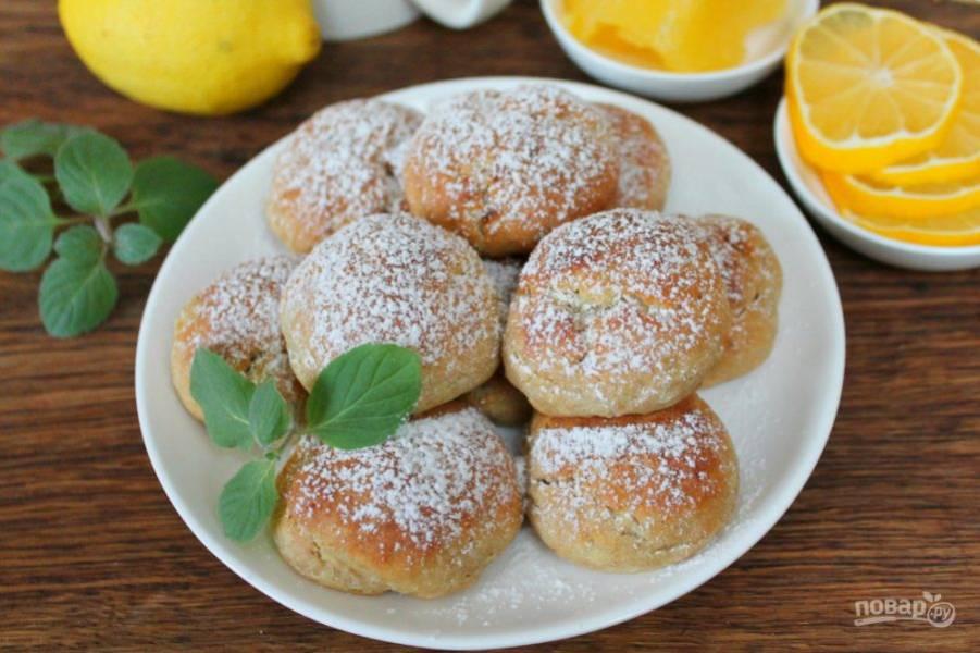 Творожное печенье готово. Перед подачей посыпаем его сахарной пудрой. Приятного чаепития!