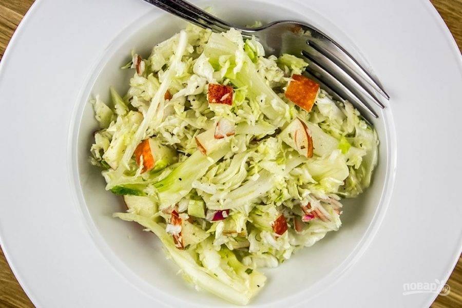 5.Готовый салат сразу подавайте к столу.