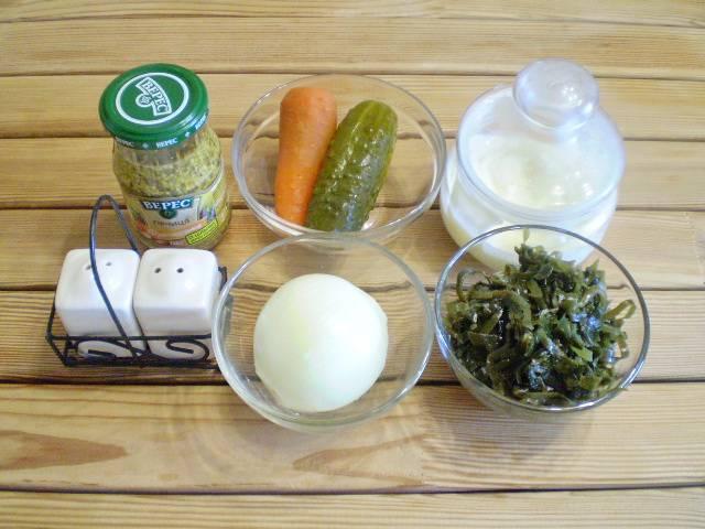 1. Приготовим продукты. Морковь отварить и остудить, очистить.