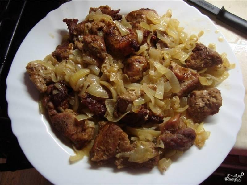 Запекать мясо 1-1,5 часа в зависимости от духовки. Мясо должно быть слегка поджаренным. Приятного аппетита!