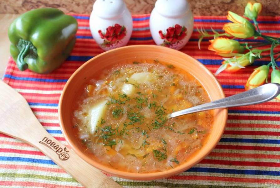 Ароматный, вкусный и сытный рассольник подавайте на обед со сметаной или без неё.
