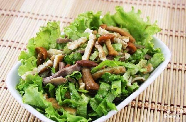 Салат с омлетом и грибами