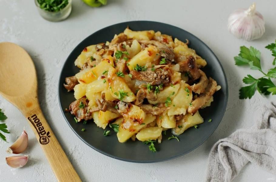 Картошка с грибами в казане готова. Приятного аппетита!