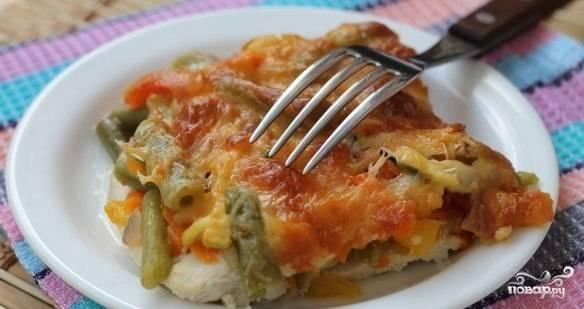 Куриный стейк под овощами и сыром