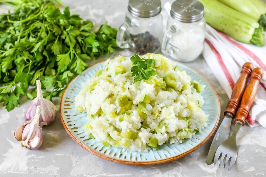 После чего разложите гарнир в тарелки и подавайте к столу с любыми соусами, мясными или рыбными блюдами.