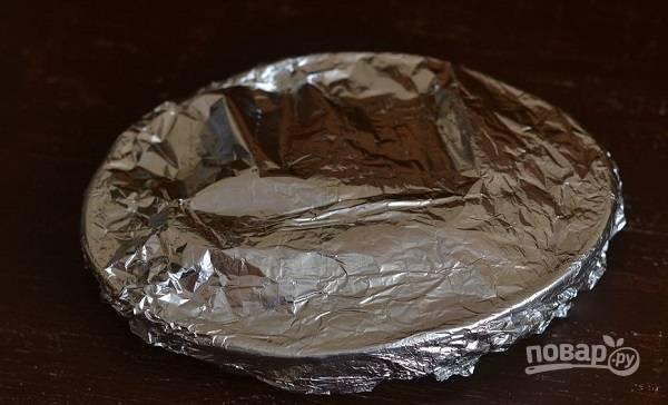 6. Накройте форму фольгой и отправьте в разогретую духовку. Запекайте при температуре 180 градусов около 35-45 минут. Приятного аппетита!