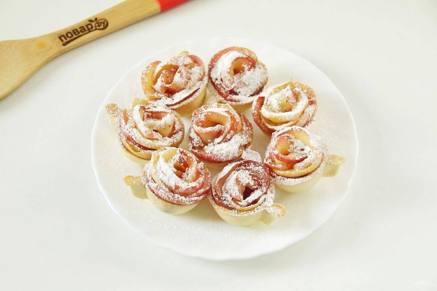 7. По желанию присыпьте тарталетки перед подачей сахарной пудрой.