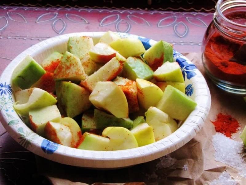 3. Перемешаем, охлаждаем немного в холодильнике - и подаем вкусный и легкий салат из фейхоа к столу!