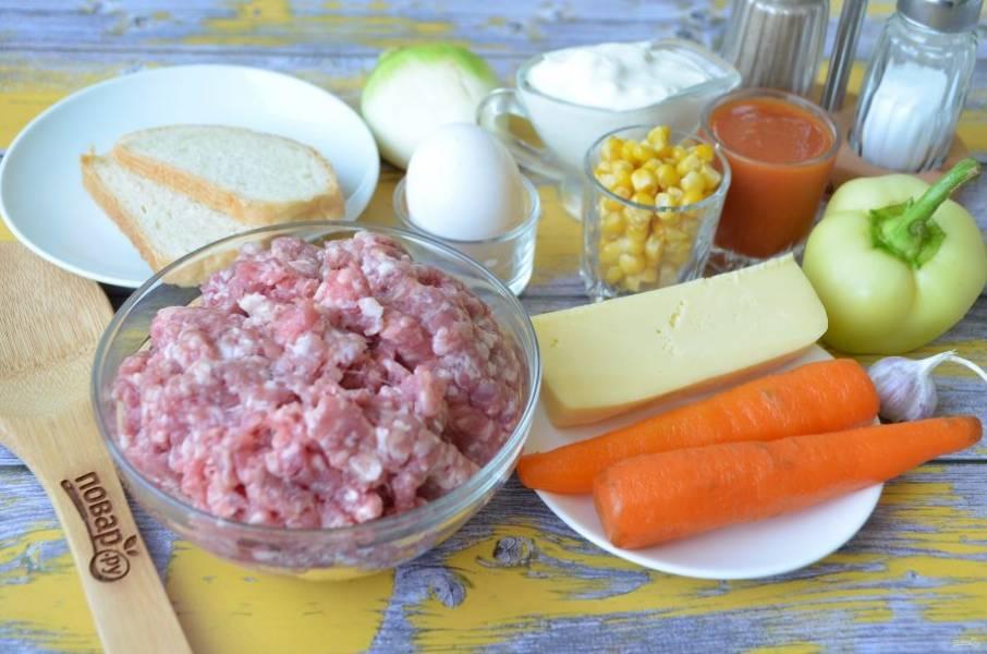 1. Подготовьте необходимые продукты. Заранее отварите морковь, очистите от кожуры.