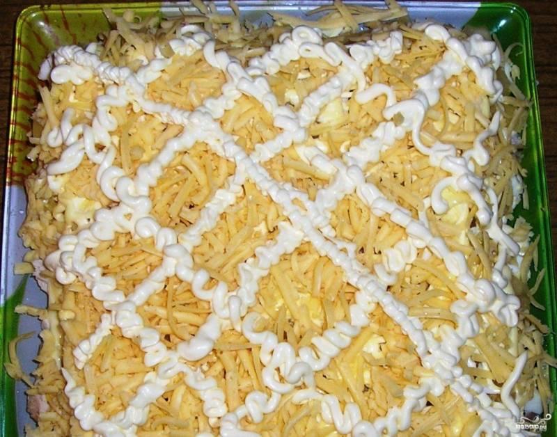Салат с курицей и ананасом слоями