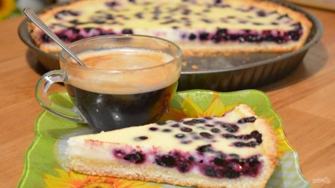 9.Выпекаем пирог при 180 градусах 40-50 минут. Готовый пирог остужаем хорошенько, а затем уже наслаждаемся его неповторимым вкусом.