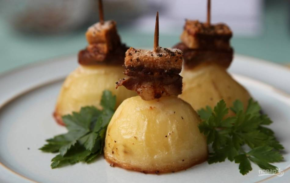 3.Выпекайте в духовке до готовности картофеля. Картофель, запеченный по-кубански, готов. Приятного аппетита!