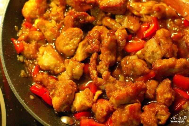 Затем в сковородку возвращаем мясо все хорошо перемешиваем и готово!