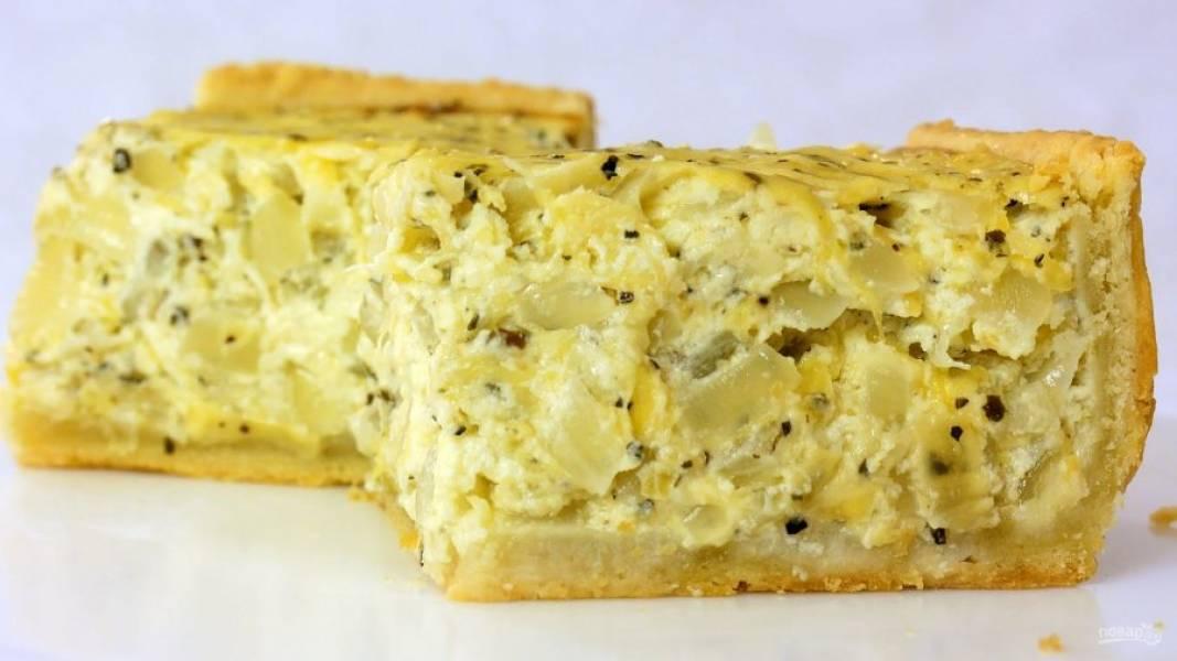 5. Пирог оставьте в форме на 15 минут, после чего перенесите на доску и полностью остудите. Приятного аппетита!