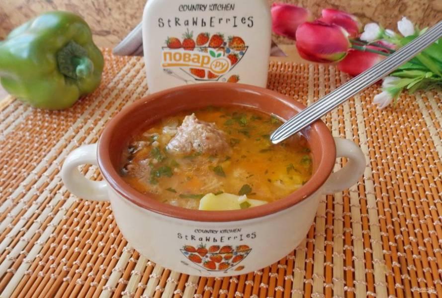 Рисовый суп с тушенкой готов.