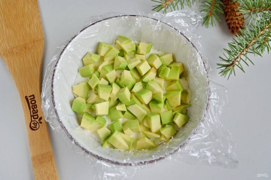 Далее — слой авокадо.