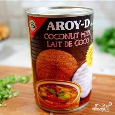 Банка кокосового молока выглядит вот так (продается практически во всех супермаркетах).