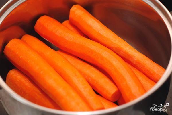 Начнем с того, что очистим нашу морковь.