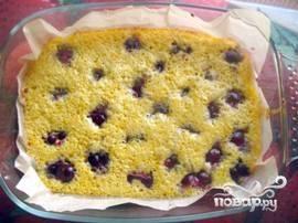 Выпекать пирог 10 минут при температуре 220, а затем 10 минут при 200 градусах.
