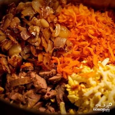 Когда все ингредиенты остынут до комнатной температуры, их можно смешать с майонезом и, при желании, солью.