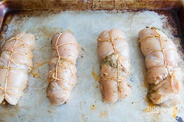 5. Запекайте курицу в течение 25 минут в духовке при 180 градусах.