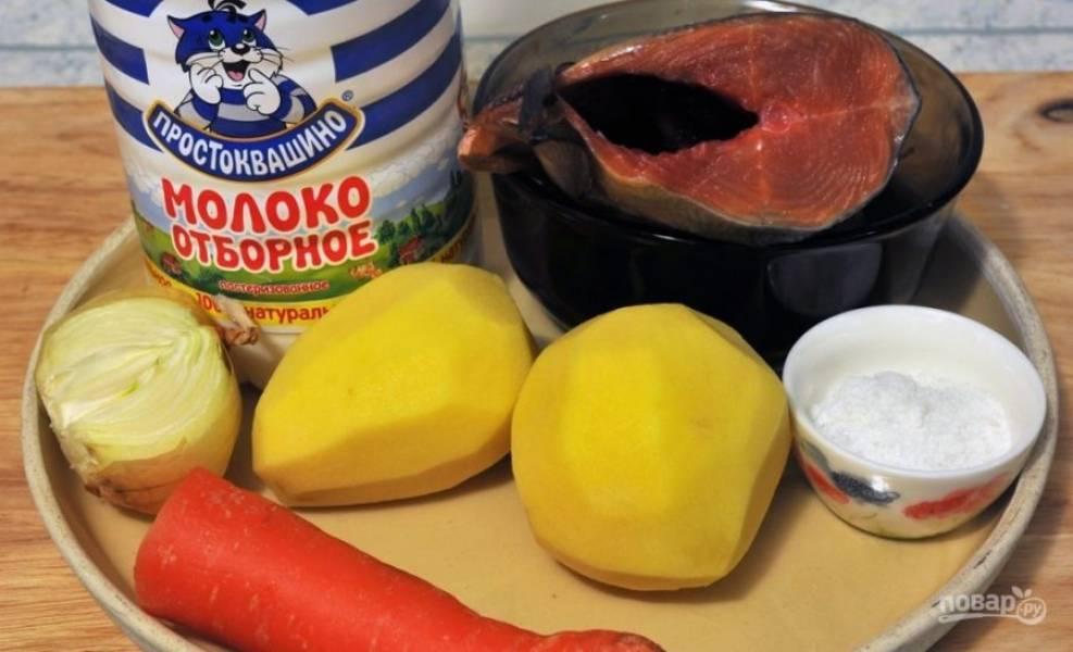 Почистите и промойте все овощи. Поставьте на огонь воду с рыбой. Доведите подсоленный бульон до кипения, а потом варите его 10 минут. Затем вытащите горбушу. Воду процедите и вновь поставьте её на огонь.