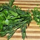 Зелень промойте и измельчите. Готовое блюдо посыпать зеленью. Приятного аппетита!