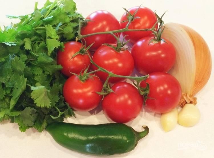 1.Первым делом вымойте хорошенько овощи, очистите лук и чеснок от шелухи.