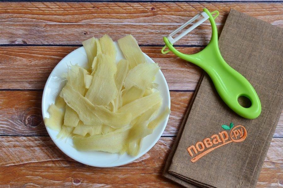 3. Нарежьте тоненькими пластинками - чем тоньше пластинка, тем вкуснее потом будет закуска.