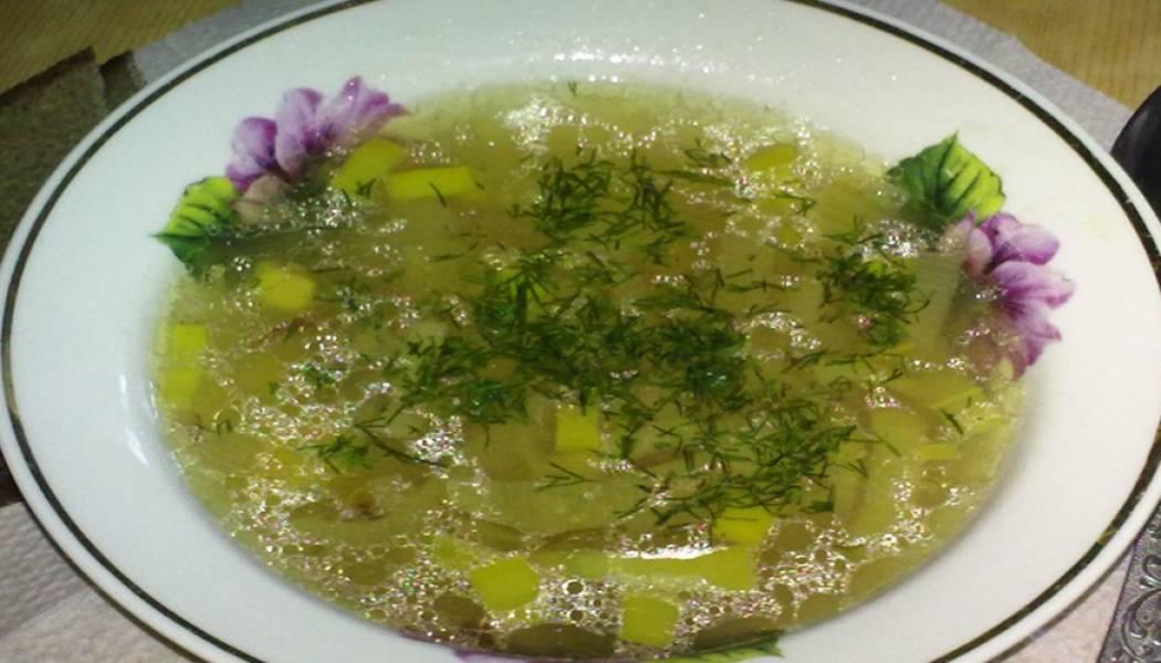Готовый суп присыпаем измельченной зеленью. Приятного аппетита!