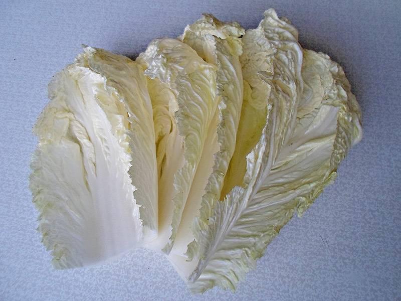 Листы нужно отделять осторожно, используйте не слишком толстый нож, верхние края листа очень легко повредить.