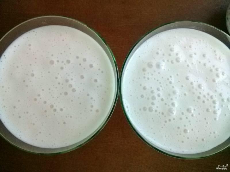 Разлейте массу по креманкам или бокалам. Поставьте в холодильник на 1 час.