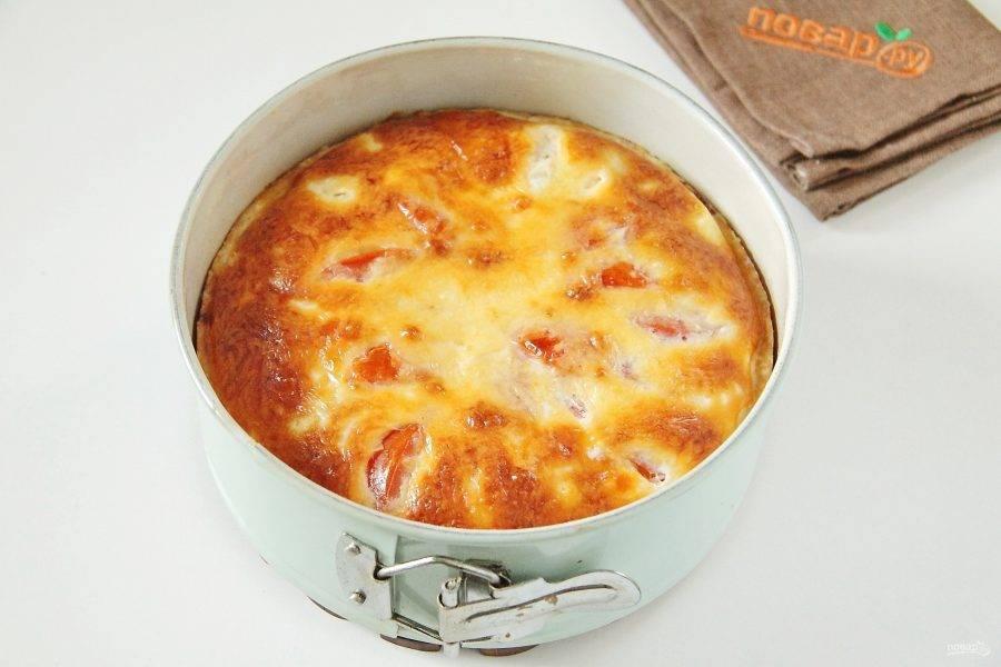 10. Как только появилась румяная корочка, а начинка схватилась - французский пирог с кукурузой и помидорами готов.