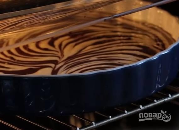 4. Выпекать такой пирог-основу надо 50 минут при 180 градусах в духовке.