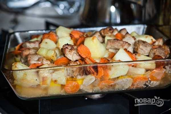 Запеченное мясо с картошкой
