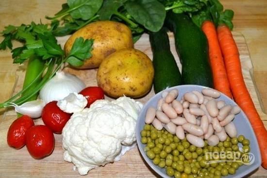 Вот наши ингредиенты. Набор овощей может быть разным, но бобовые для супа обязательны.