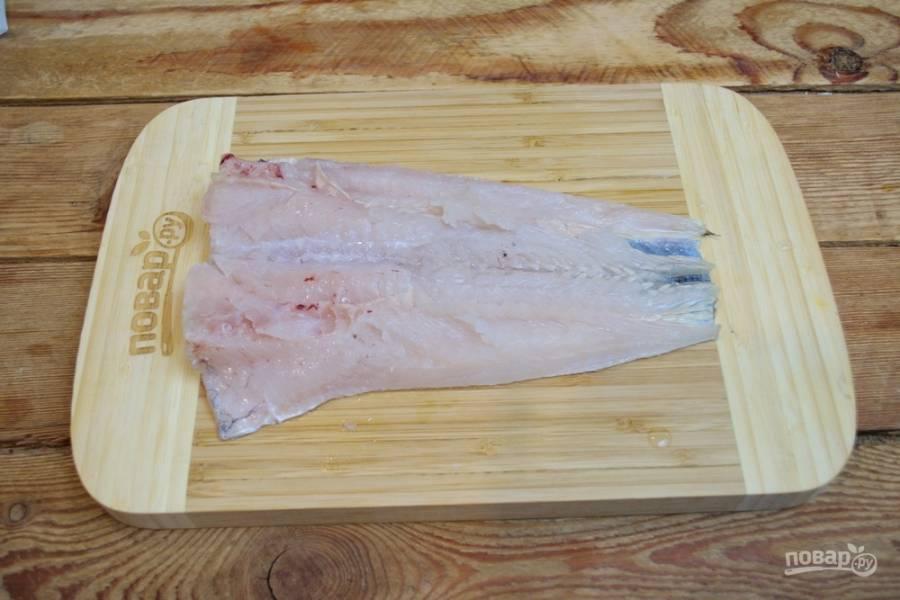 Получится вот такой пласт рыбы. Рыба раскрыта как книжка. Спинка рыбы должна остаться целой.