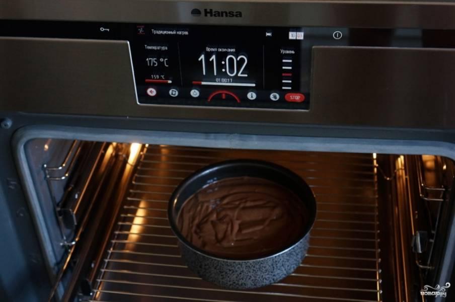 6) Выпекайте в духовке, разогретой до 180 градусов, примерно 50 минут.