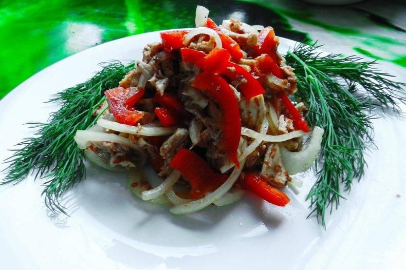 Куриный салат с перцем
