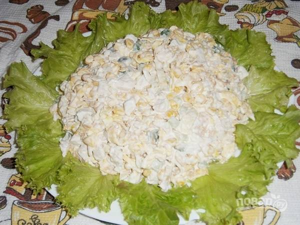 Салат с курицей и яичными блинчиками