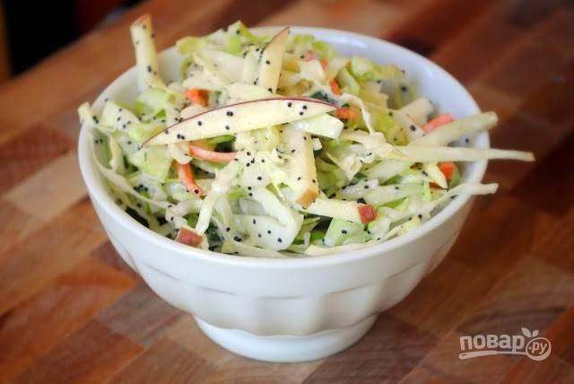 К салату добавьте заправку, перемешайте и пробуйте. Приятного аппетита!